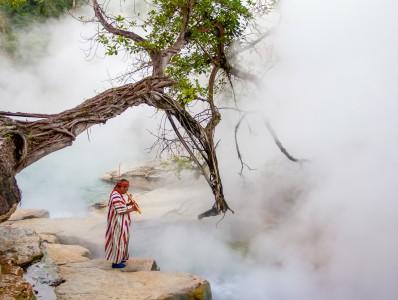 Кипящая река Майантуйяку в Перу
